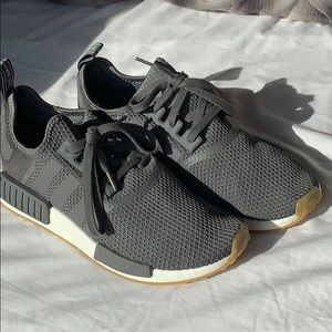 ADIDAS MEN NMD R1 (GRAY) SIZE 9